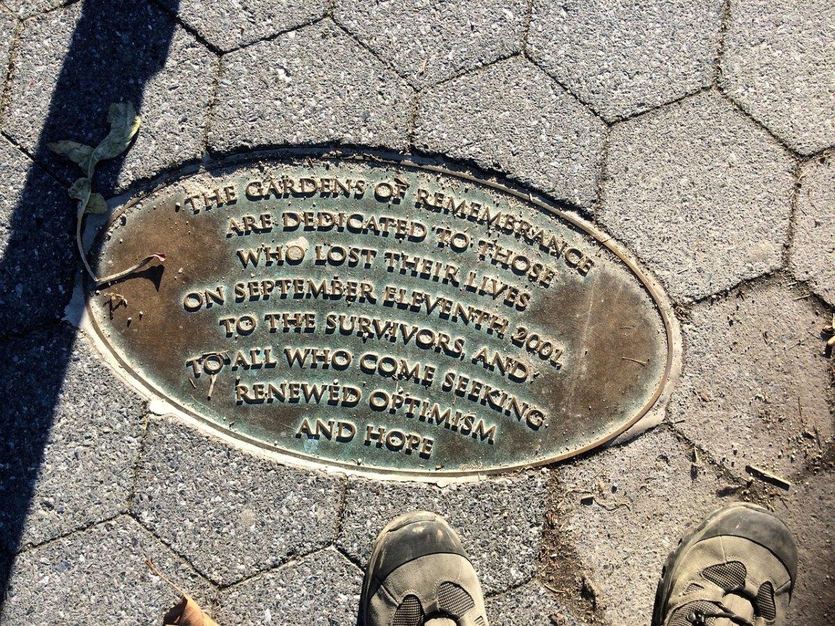 Placa conmemorativa de los atentados del 11S en Nueva York
