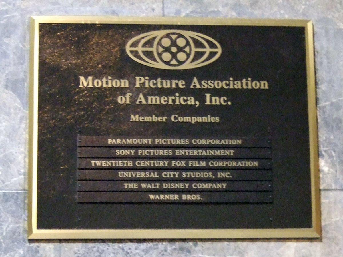 Placa en el edificio de la MPAA