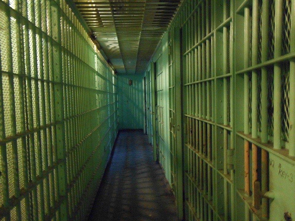 Popov pasaría 28 meses en prisión