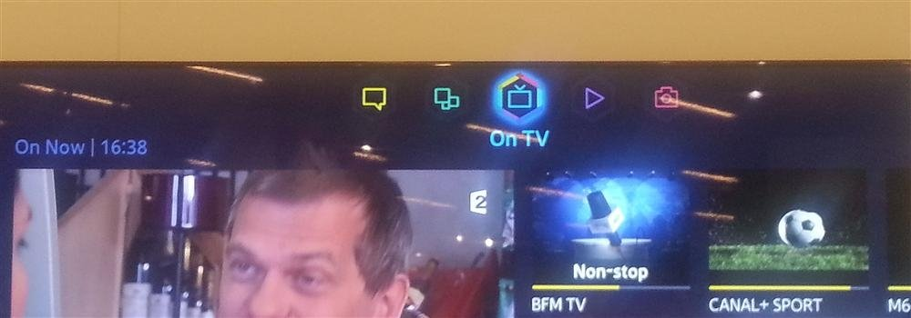 Primer plano del nuevo Smart Hub de Samsung ejecutando el panel On TV