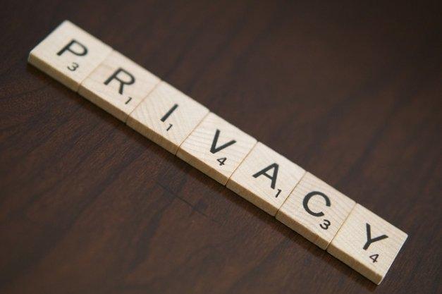 Cómo bloquear las aplicaciones de terceros que te espían en Facebook