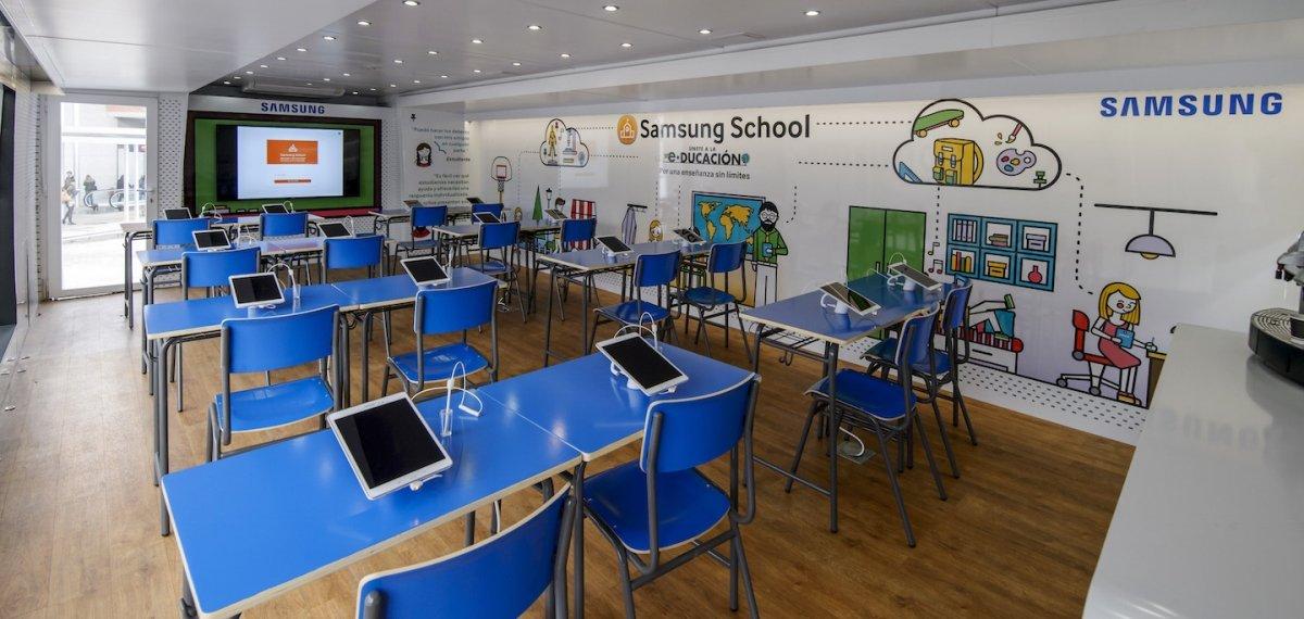 Recreación de un aula con la tencología Samsung School implantada