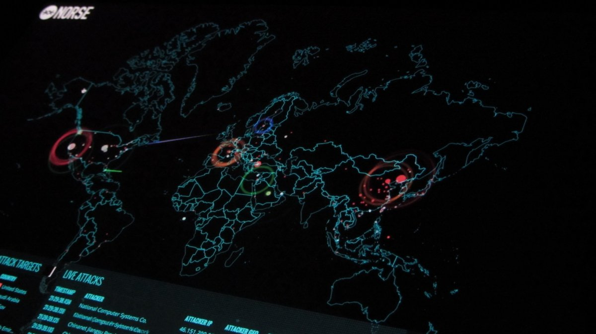 Representación de ciberataques en un mapamundi