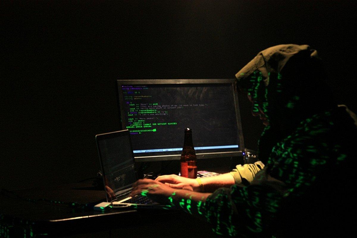 Representación de un hacker trabajando