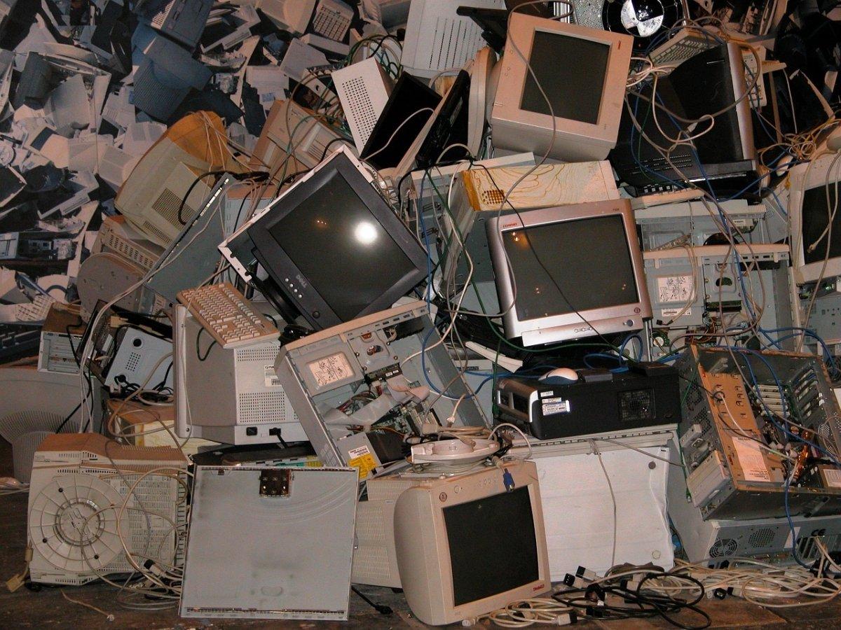 Residuos electrónicos en una planta de reciclaje