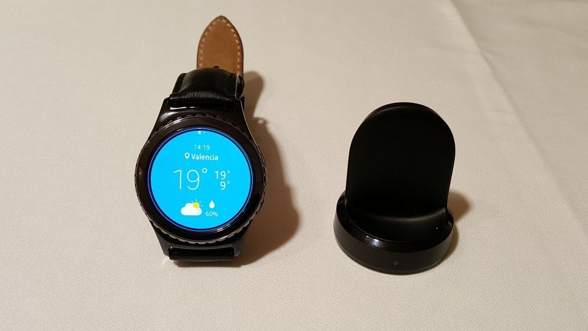 Samsung Gear S2 con plug de carga