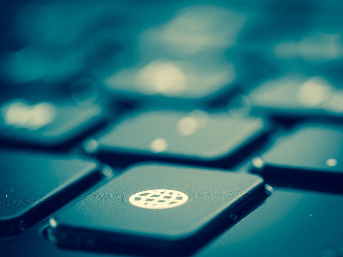Si la conexión a Internet no funciona bien es posible que tengamos un intruso