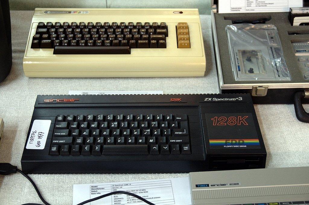 Spectrum 128K +3 y Commodore 64, dos clásicos de esta época