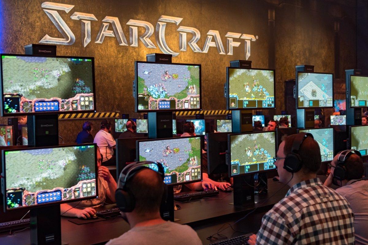 StarCraft, padre de Aeon of Strife