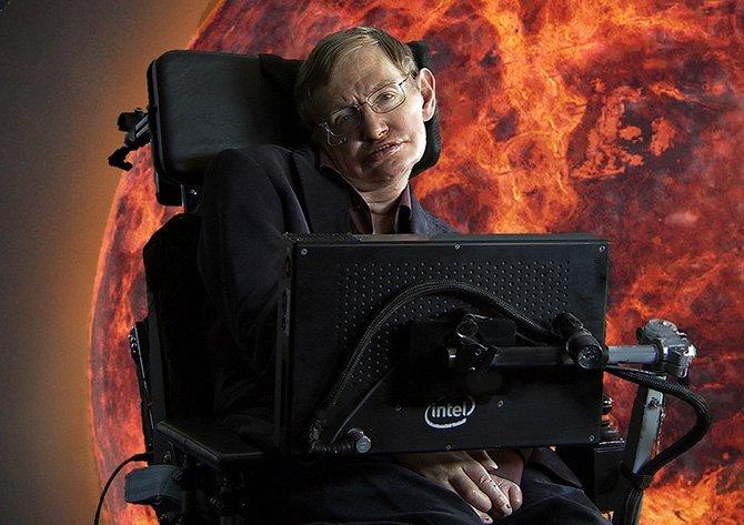 Stephen Hawking fue de los primeros enfermos de ELA en poder comunicarse con una interfaz informátic