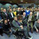 Feliz cumpleaños de 32 nanómetros para Stephen Hawking