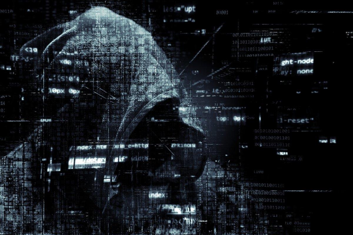 Típica imagen que tenemos de un hacker encapuchado