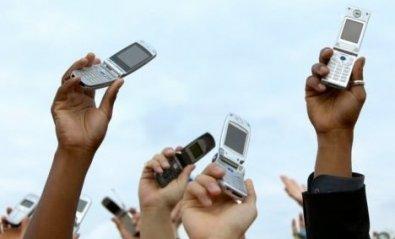 Los internautas españoles aprueban a las tres grandes operadoras de móvil