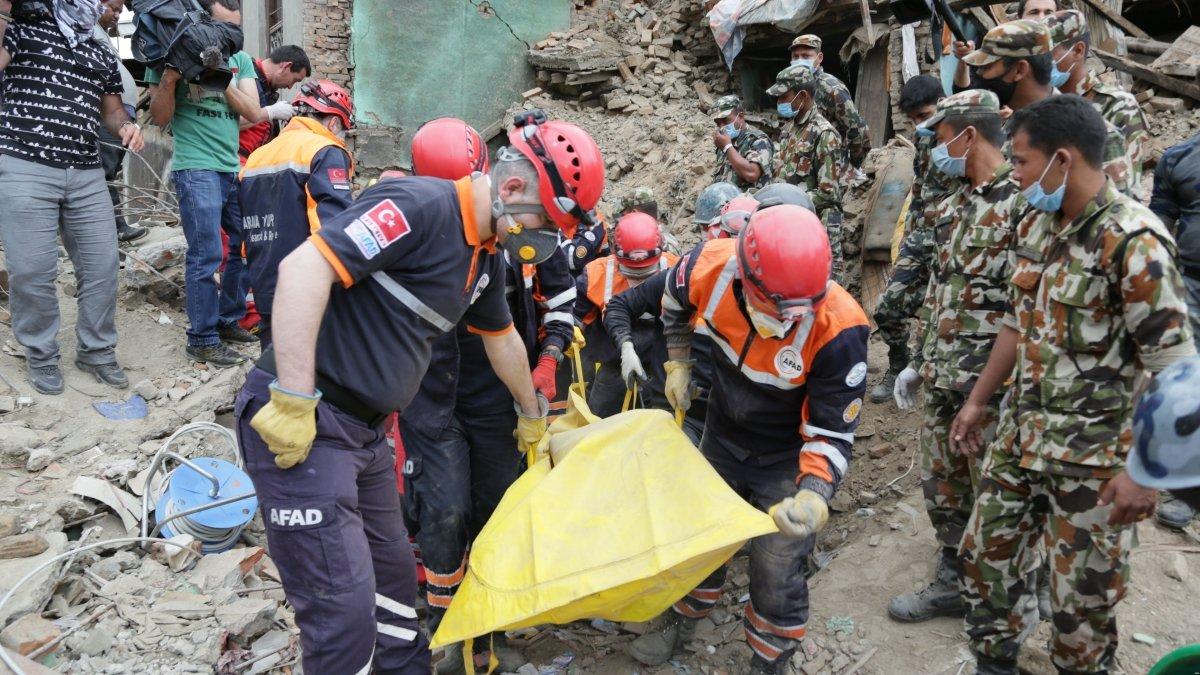 Un equipo de rescate actuando tras el terremoto en Nepal