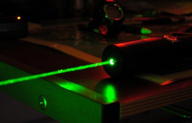 Un láser puede detectar las vibraciones de teclear