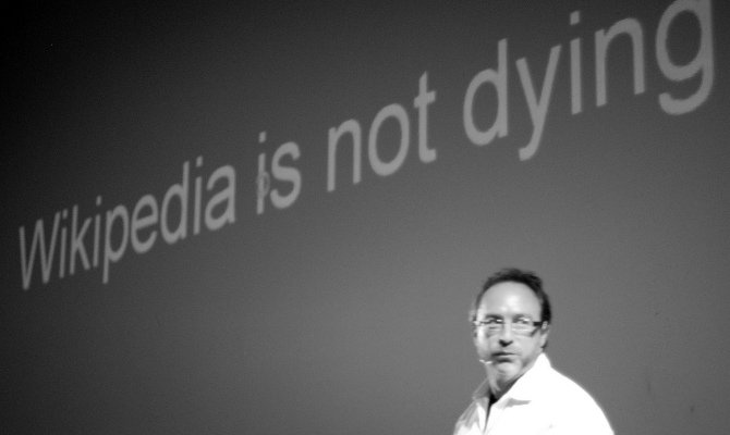 Wikipedia no se muere, Jimmy Wales