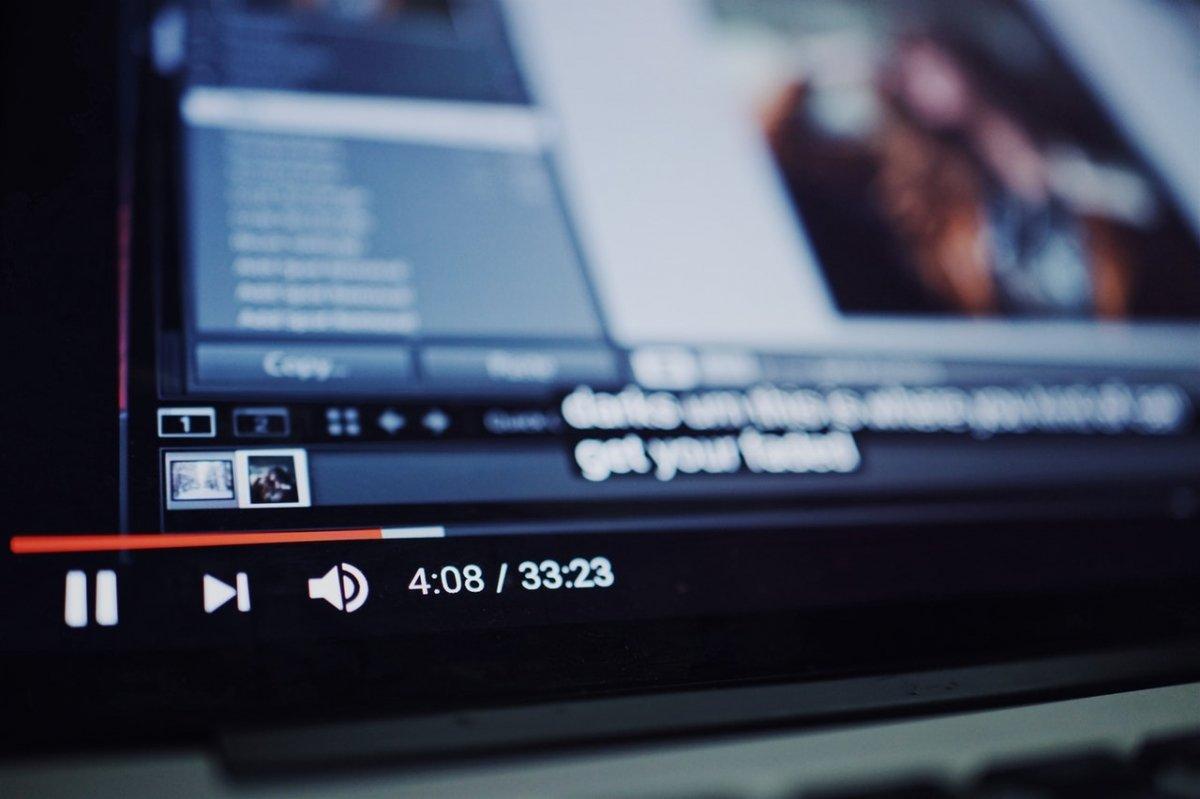 YouTube mostrando un vídeo a pantalla completa