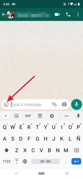 Button to open the emojis