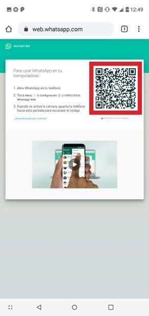 Escanea el código QR de la web con el teléfono de la víctima