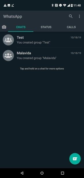 WhatsApp Messenger con el modo oscuro aplicado